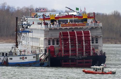 Cruise Ship Runs Aground Takes On Water Off Alaska Coast As Passengers Evacuate The Daily Illini