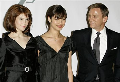 Daniel Craig Returns As James Bond In Action Packed Quantum Of