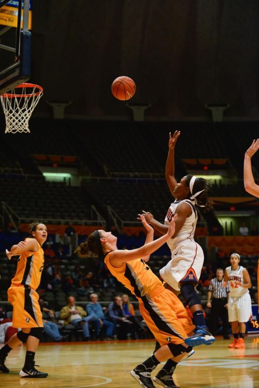 Illinois guard Sarah Hartwell (0) shoots the ball during the game against Valparaiso at State Farm Center in Champaign, Il. on Tues, Nov. 12, 2013.