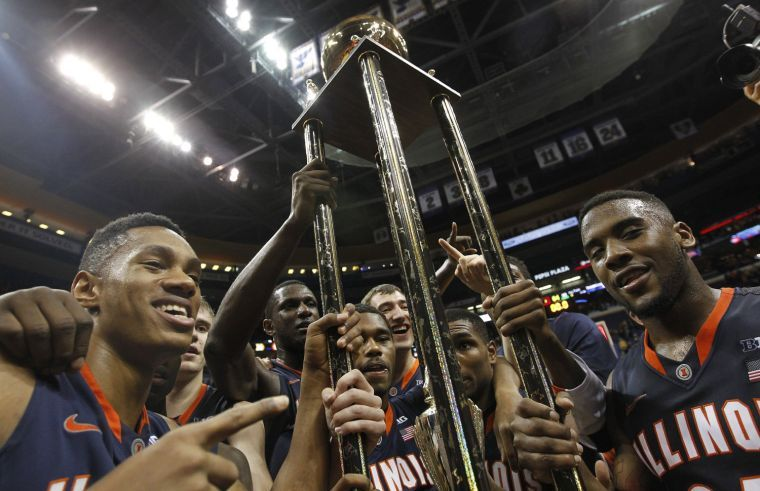 Illinois celebrates a 65-64 win against Missouri in the Braggin' Rights game at the Scottrade Center in St. Louis on Saturday, Dec. 21, 2013.