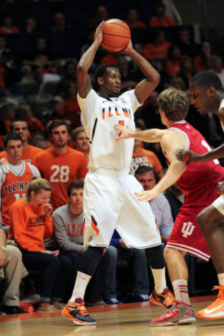 Former Illini D.J. Richardson giving Groce a helping hand