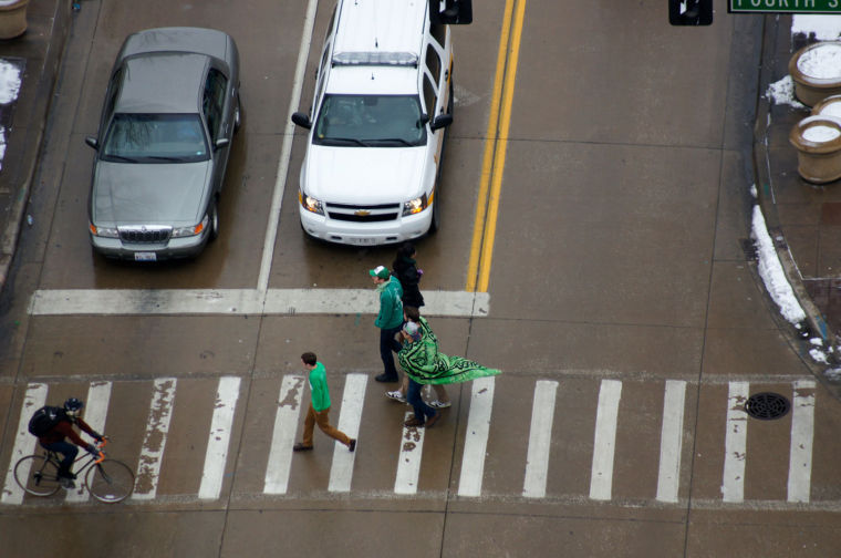 Hasan Khalid of The Daily Illini. Overhead view of Unofficial goers walking across Green street.