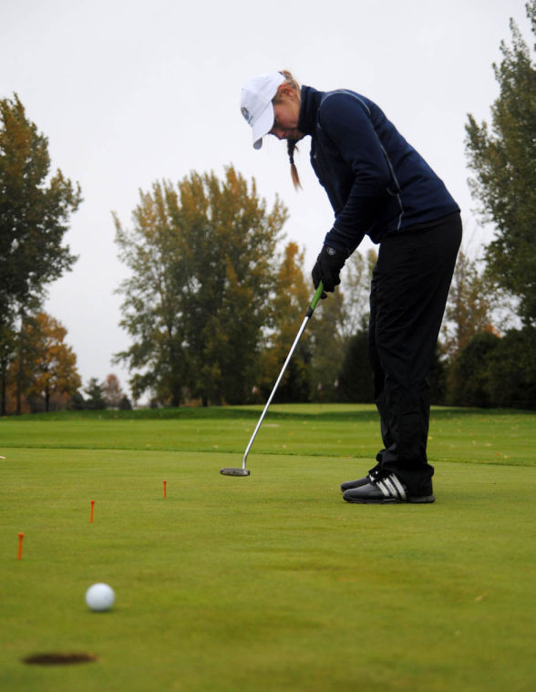 Michelle+Mayer+practices+her+putting+during+practice+on+Thursday+October+18th+at+the+University+Golf+Course+in+Savoy.