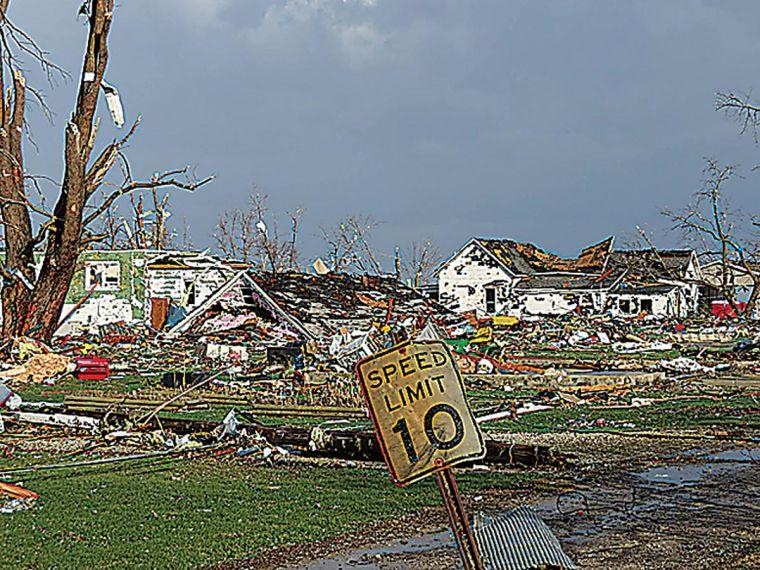 Homes+are+destroyed+in+Gifford%2C+Ill.%2C+after+tornadoes+tore+through+the+town.