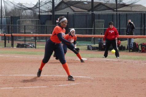 Illinois softball drops 2 of 3 against Purdue