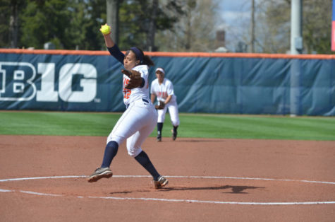 Shelese Arnold (12) pitches during the second game of a double header against Indiana on April 20, 2013, at Eichelberger Field. The Illini won 1-0.