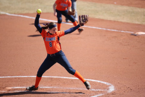 Poor defense hurts Illinois softball in sweep at Wisconsin