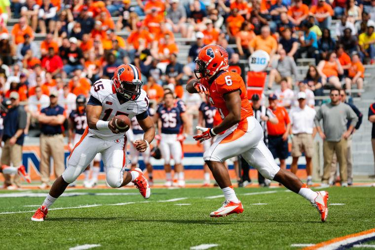 Illinois%27+Aaron+Bailey+%2815%29+is+passing+the+ball+to+Josh+Ferguson+%286%29+during+the+annual+Orange+and+Blue+Spring+Game+at+Memorial+Stadium%2C+on+Saturday%2C+April+12%2C+2014.+The+Blue+team+won+38-7.