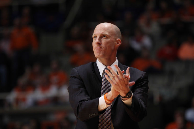 Illinois%27+head+coach+John+Groce+praises+his+team+during+the+game+against+Darthmouth+at+State+Farm+Center%2C+on+Tuesday%2C+Dec.+10%2C+2013.+The+Illini+won+72-65