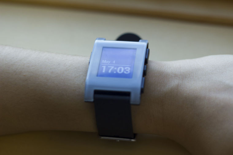 Pebble Smart Watch can connect to any device that supports iOS or Android systems via Bluetooth to notify its user of any incoming calls, messages, e-mails and more. Some University students — participants in engineering courses, a campus workshop and a Twitter campaign — have received free watches.