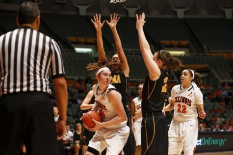 Women's basketball sputters through 2013-14 season