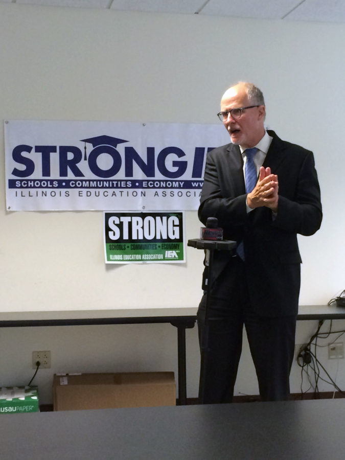 Lt.+Gubernatorial+candidate+Paul+Vallas+held+a+press+conference+detailing+the+effects+of+Rauner%27s+budget+cuts.+Vallas+highlighted+cuts+that+would+be+made+to+Champaign+area+schools.