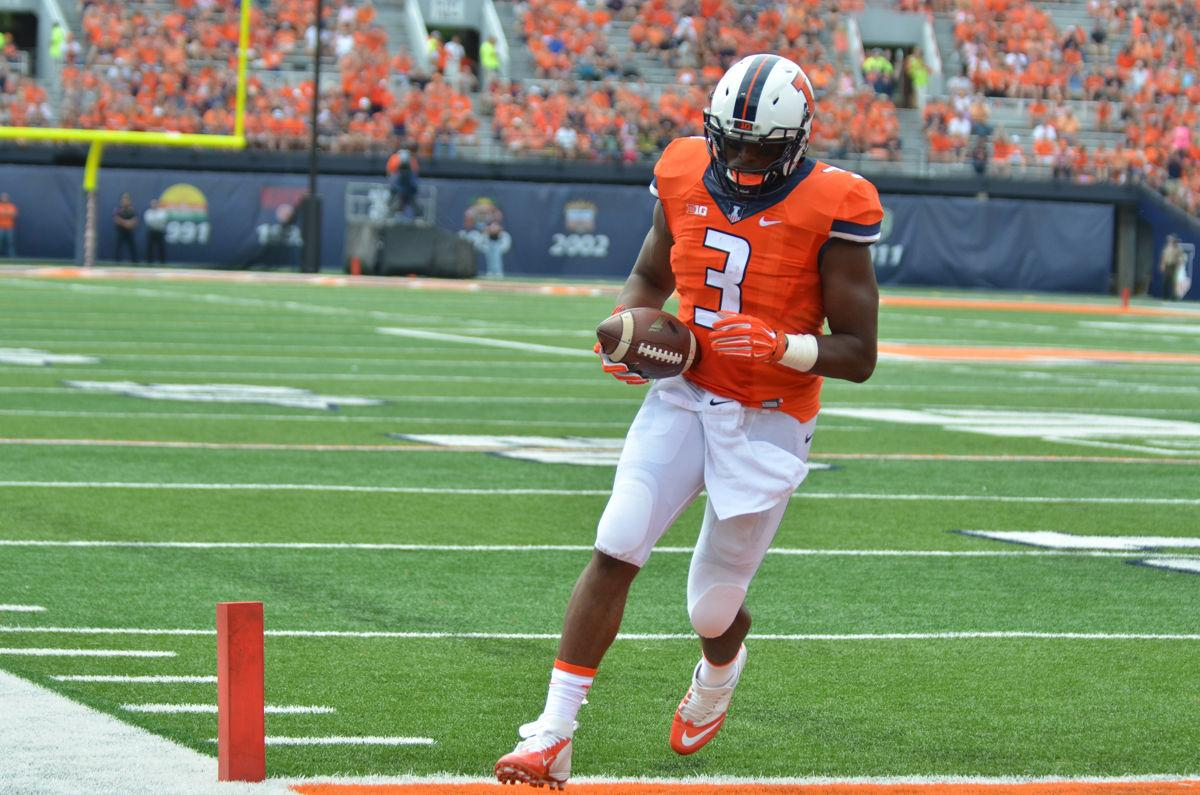 Illinois%27+Jon+Davis+%283%29+scores+a+touchdown+during+the+game+against+Youngstown+State+at+Memorial+Stadium+in+Champaign%2C+Ill.+on+Saturday%2C+Aug.+30%2C+2014.+The+Illini+won+28-17.