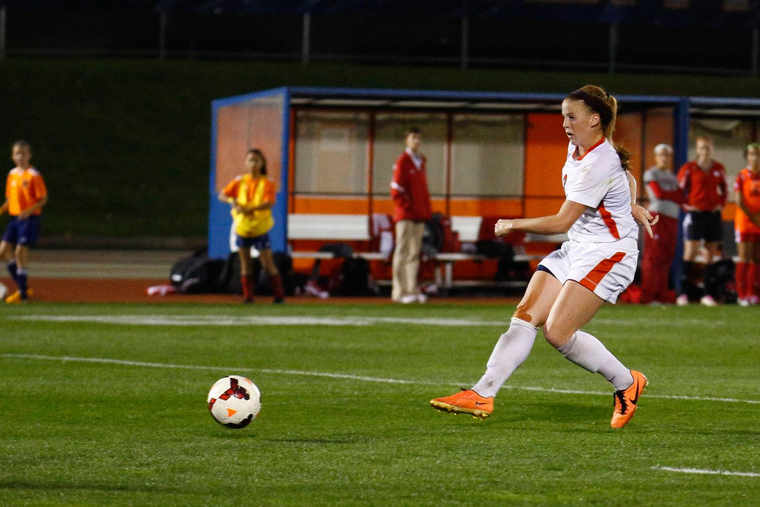 Illinois' Janelle Flaws scored all five Illini goals on the weekend in a pair of victories over Purdue and Indiana. The senior striker has now scored a Big Ten-leading 11 goals in 10 games so far this season.