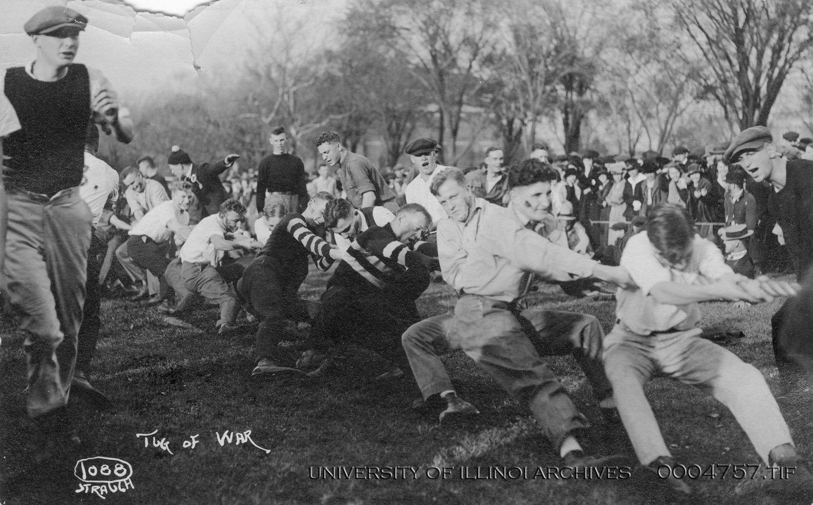 A+tug-of-war+battle+is+part+of+the+Homecoming+festivities+in+1919.