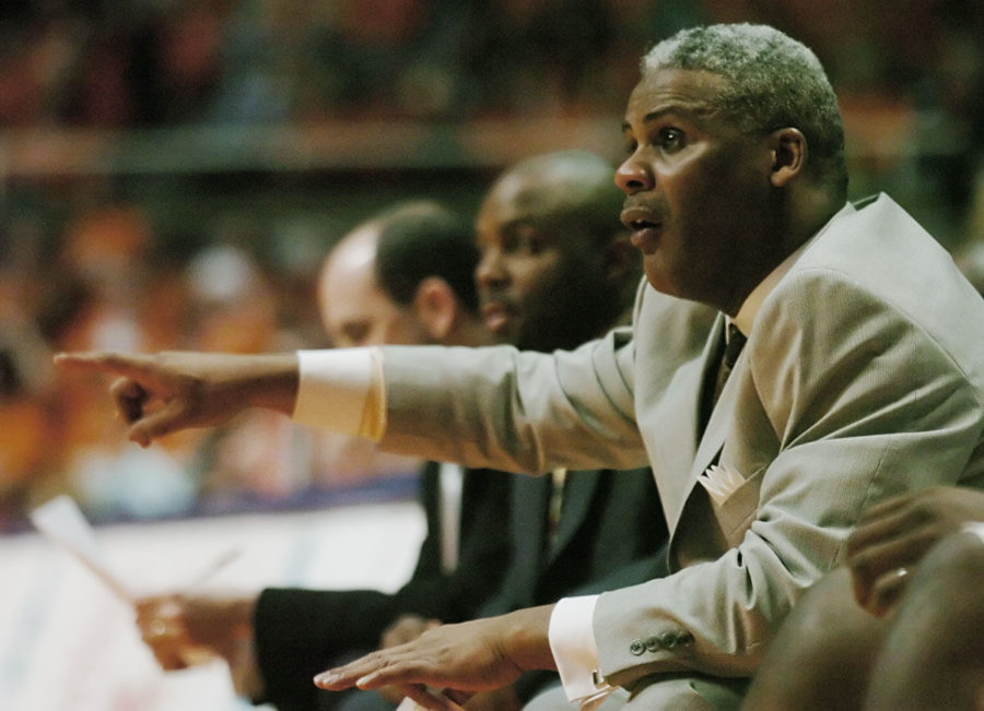 Former+Illini+basketball+assistant+coach+Wayne+McClain+directs+his+players+during+the+game+against+Minnesota+at+Assembly+Hall+on+Feb.+3%2C+2007.+McClain+died+Wednesday+at+the+age+of+59.