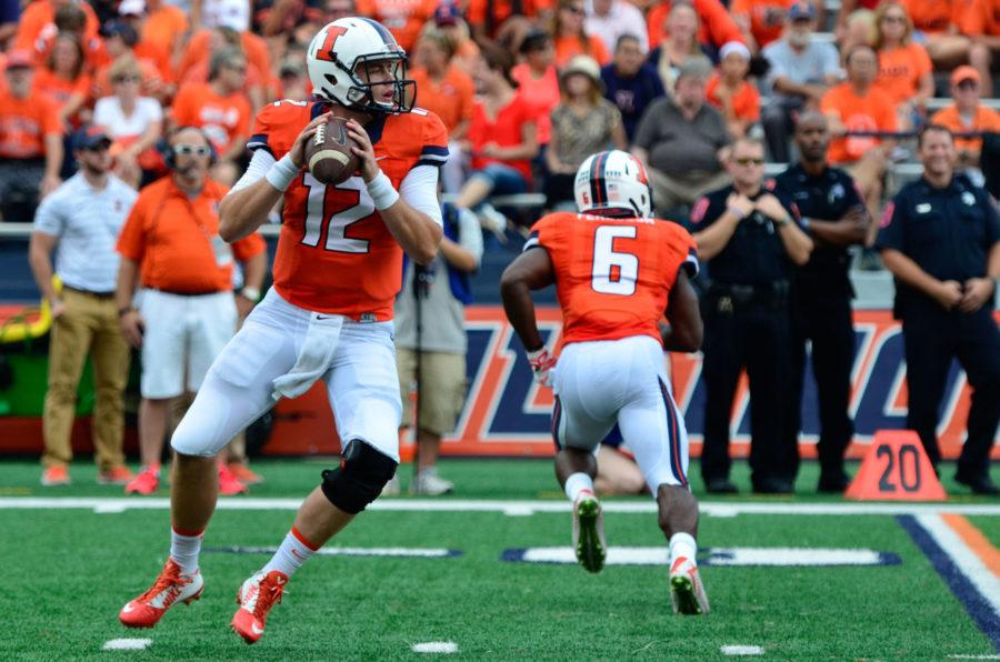 Illinois%E2%80%99+Wes+Lunt+looks+to+pass+the+ball+during+the+game+against+Texas+State+at+Memorial+Stadium+on+Sept.+20%2C+2014.