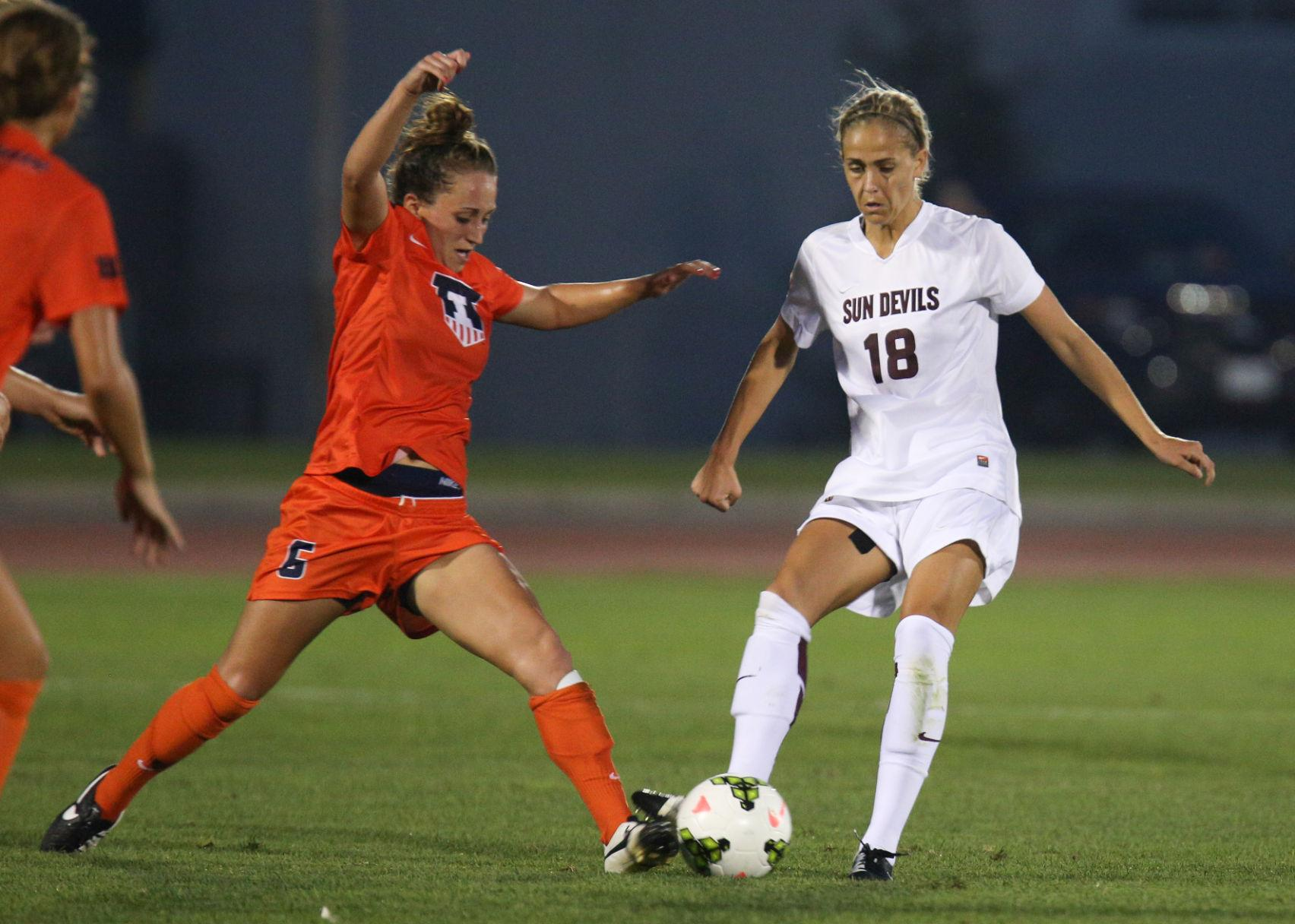 Illinois' Reagan Robishaw challenges for the ball during a game against Arizona State on Aug. 29. The Illini have lost their last two games against Penn State and Northwestern.