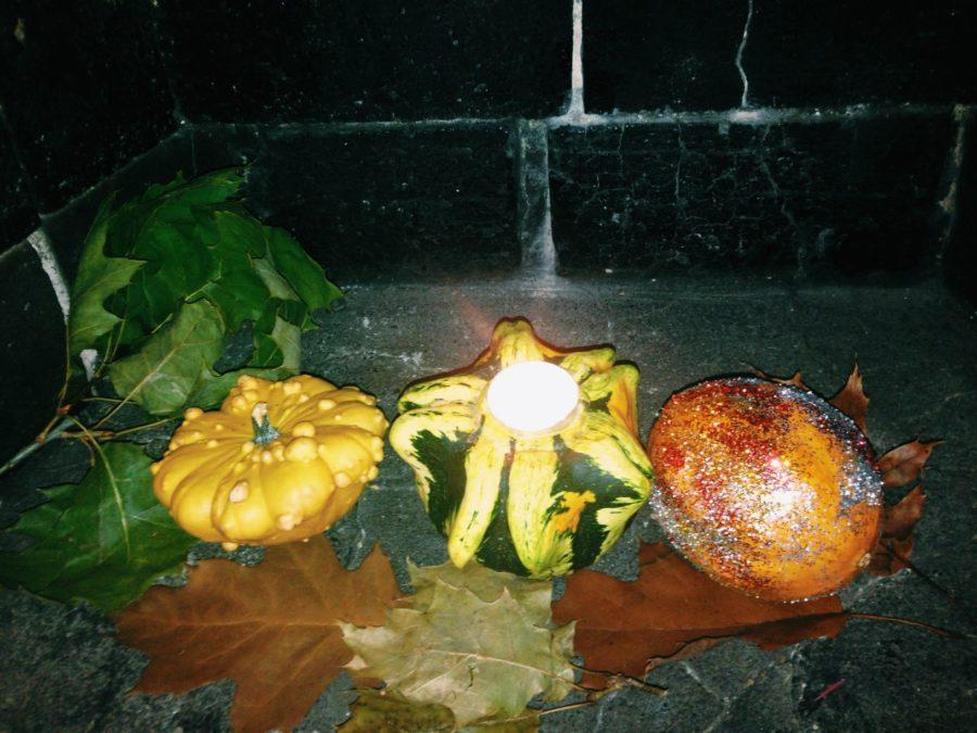 Gourd+candleholders+and+glitter+pumpkins+%28pictured+here%29+are+two+relatively+inexpensive+fall-themed+crafts+that+can+add+some+seasonal+flair+to+your+home+decor.%C2%A0
