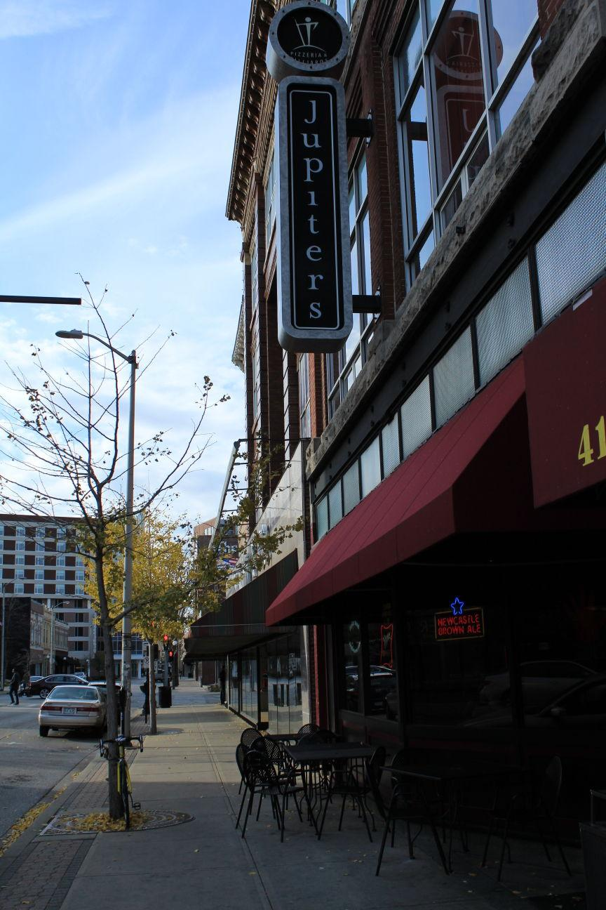 Located+primarily+in+downtown+Champaign%2C+these+C-U+staple+bars+and+restaurants+are+prime+examples+that+campus+isn%E2%80%99t+the+only+place+for+a+good+time+during+Dads+Weekend.