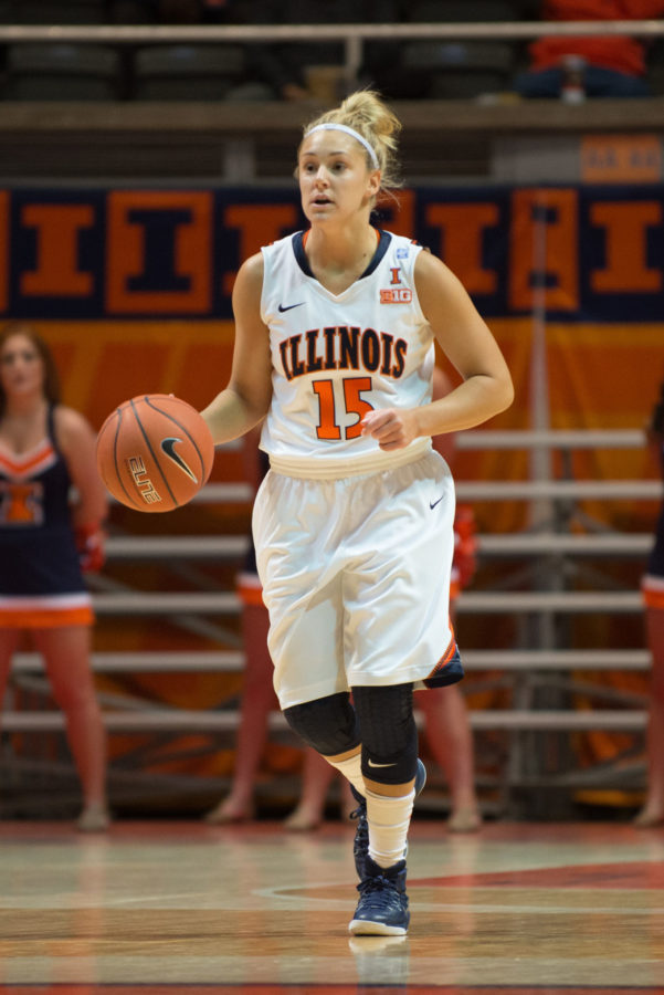 Illinois%27+Kyley+Simmons+dribbles+the+ball+down+the+court+during+the+game+against+IPFW+on+Friday.+The+Illini+won+70-63.