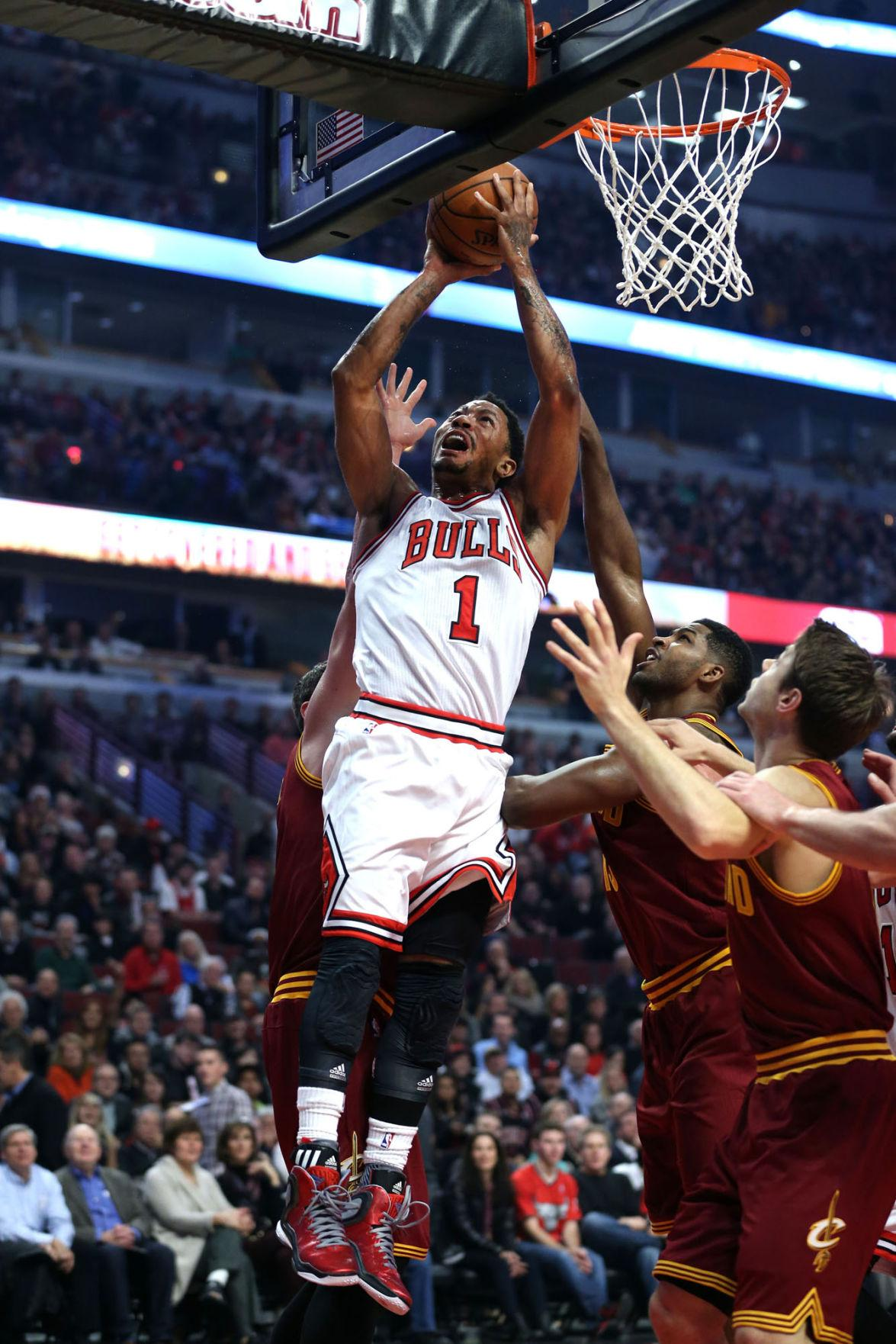 The+Chicago+Bulls%E2%80%99+Derrick+Rose+scores+under+the+basket+in+the+first+half+against+the+Cleveland+Cavaliers+at+the+United+Center+in+Chicago+on+Oct.+1.