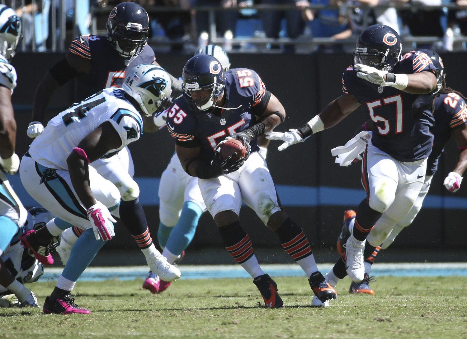 Chicago+Bears+outside+linebacker+Lance+Briggs+runs+with+his+interception+against+the+Carolina+Panthers+on+Oct.+5