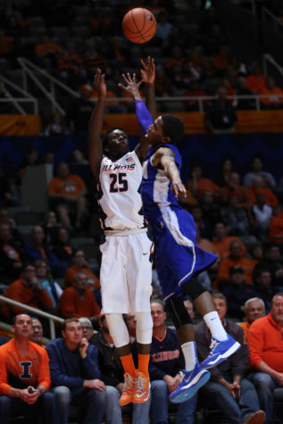 Illinois' Kendrick Nunn (25) shoots over his opponent during the game against Hampton at State Farm Center on Dec.17, 2014. The Illini won 73-55.