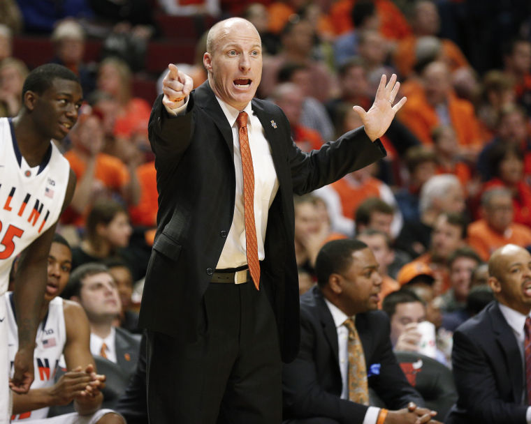 Illinois head coach John Groce signals to the team during the game against Illinois-Chicago at the United Center on Dec. 28, 2013. Groce and the Illini head back to the United Center on Saturday to play Oregon.