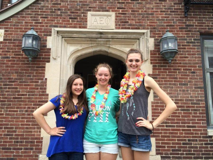 Abby+Glickman+with+Brittney+Nadler%2C+Illini+Media+employee+and+sophomore+in+LAS%2C+and+Jenni+Jozwiak%2C+sophomore+in+Education%2C+in+front+of+the+sorority+house+on+move-in+day+in+August.