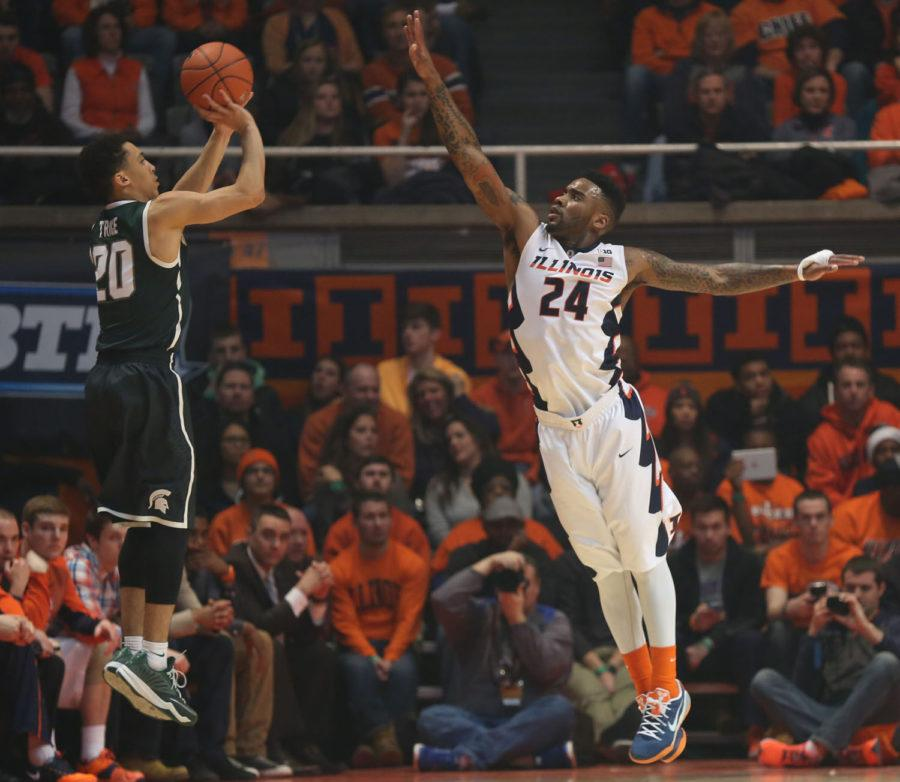 Illinois%E2%80%99+Rayvonte+Rice+attempts+to+stop+Michigan+State%E2%80%99s+Travis+Trice+from+making+a+three+during+the+game+against+Michigan+State+on+Sunday.+The+Illini+lost+60-53.
