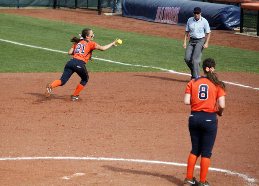 Illinois%27+Allie+Bauch+%2821%29+makes+a+backhanded+throw+to+first+base+during+the+second+game+against+Michigan+at+Eichelberger+Field+on+Saturday+April+26.+The+Illini+lost+6-5.