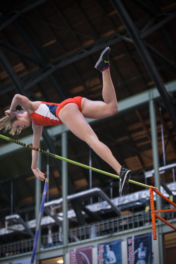 Illinois%27+Stephanie+Richartz+releases+the+pole+as+she+lifts+past+the+bar+to+break+her+previous+record+with+a+height+of+4.38+meters.