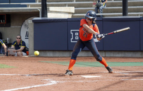 Offense explodes as Illinois softball finishes weekend 2-1