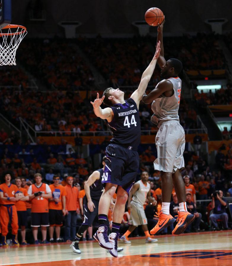 Illinois%27+Nnanna+Egwu+%2832%29+takes+a+hook+shot+from+the+post+during+the+game+against+Northwestern+at+State+Farm+Center%2C+on+Saturday%2C+Feb.+28%2C+2015.+The+Illini+won+86-60.