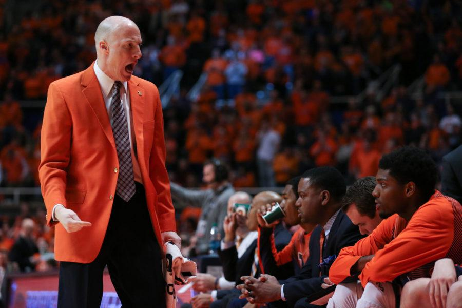 Illinois' head coach John Groce talks to his team before the game against Nebraska at State Farm Center, on Wednesday, March 5, 2015. The Illini won 69-57.
