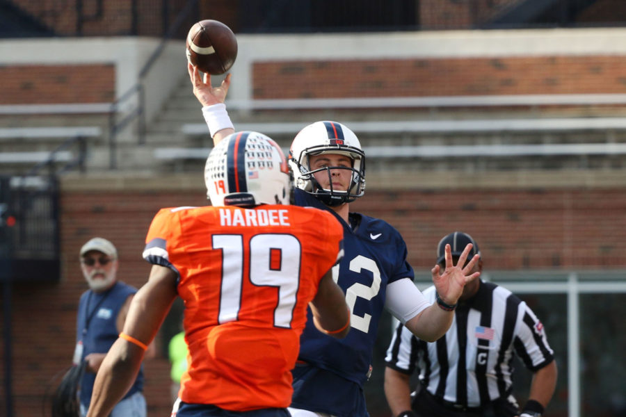 Illinois%27+Wes+Lunt+makes+a+pass+during+the+annual+football+Spring+Game+at+Memorial+Stadium+on+Saturday.+The+Orange+won+44-41.