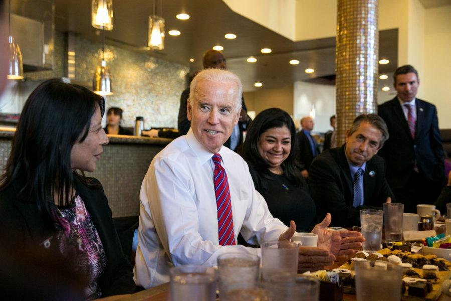 Vice+President+Joe+Biden+meets+with+healthcare+officials+to+discuss+the+upcoming+deadline+for+signing+up+for+health+coverage+under+the+Affordable+Care+Act+at+the+Homegirl+Cafe+in+Los+Angeles+on+January+23.%C2%A0