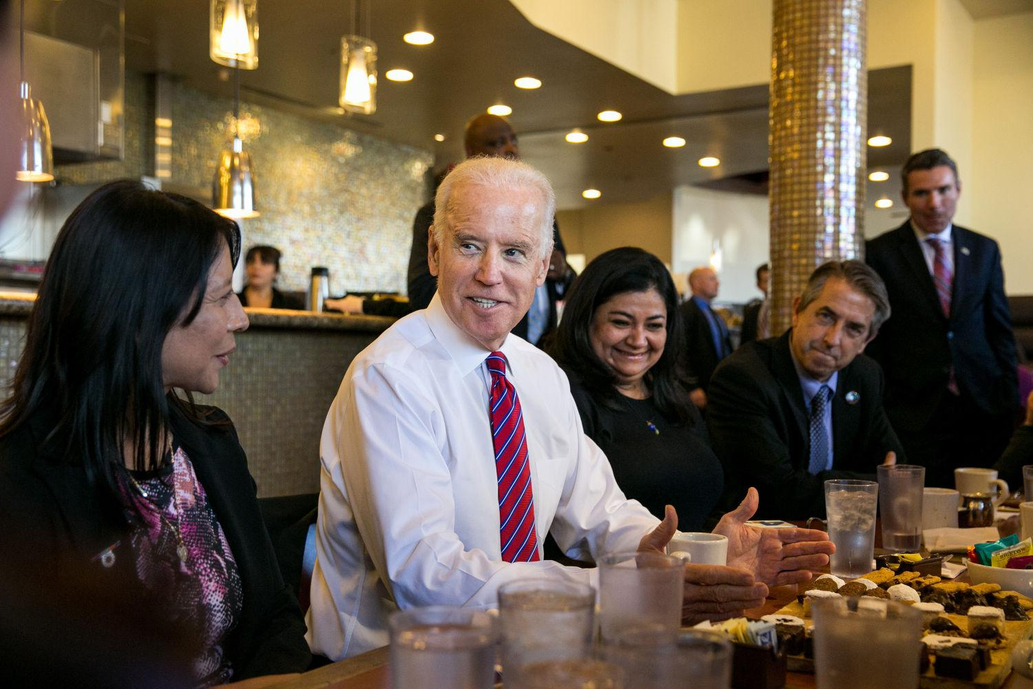 Vice President Joe Biden meets with healthcare officials to discuss the upcoming deadline for signing up for health coverage under the Affordable Care Act at the Homegirl Cafe in Los Angeles on January 23.