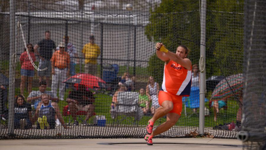 Illinois%27+Davis+Fraker+winds+up+for+the+throw+during+the+hammer+throw+event+at+the+Illinois+Twilight+meet+on+April+18.
