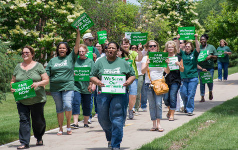 State employees rally for new contract