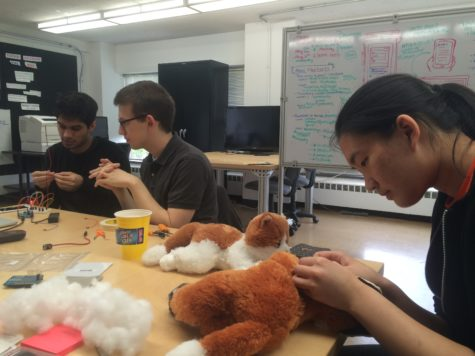 University students design therapeutic stuffed animal to help Alzheimer's patients
