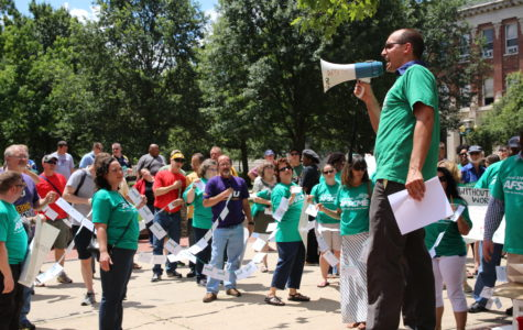 Union members rally for fair contract from University
