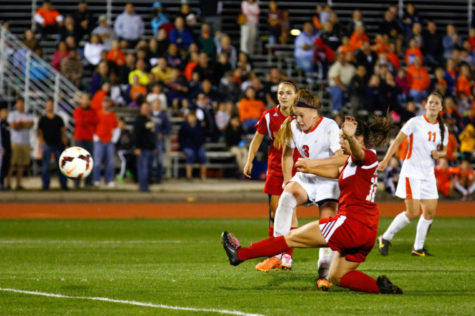 Illinois' Jannelle Flaws (3) scores during Illinois' win over Wisconsin at Illini Track and Soccer Stadium on Saturday, Oct. 12, 2013.