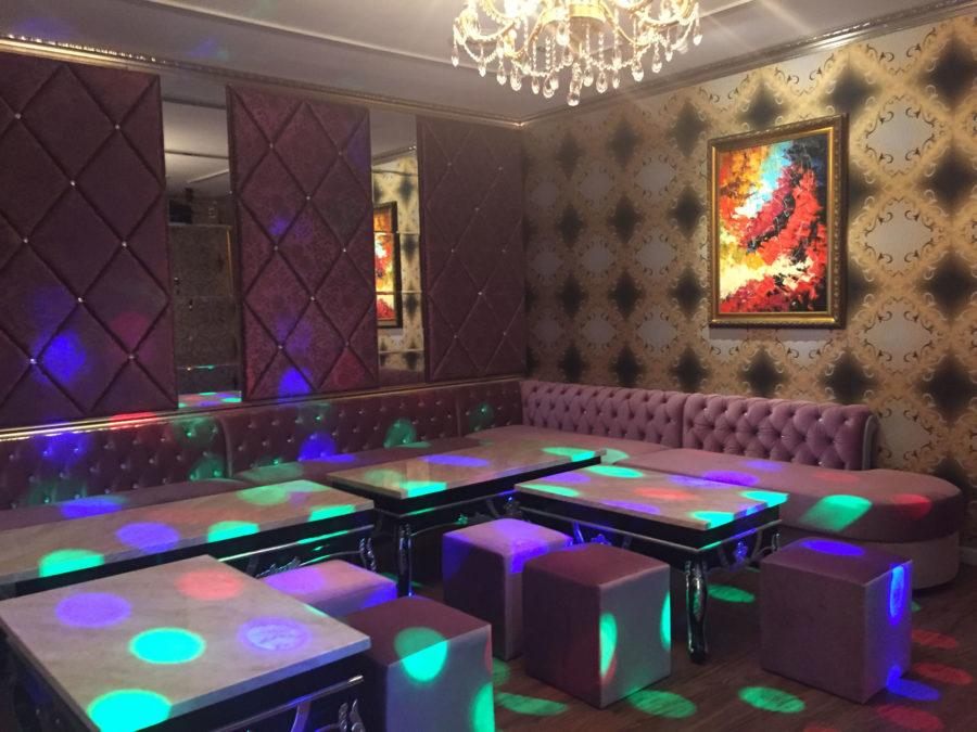 The+largest+room+available%2C+at+the+A-Plus+VIP+Lounge+Caf%C3%A9%2C+uses+a+chandelier+instead+of+a+disco+ball.%0D