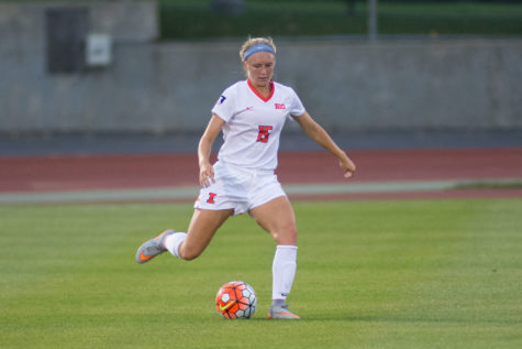 Hope D'Addario sends a pass down field during Friday's game against TCU.