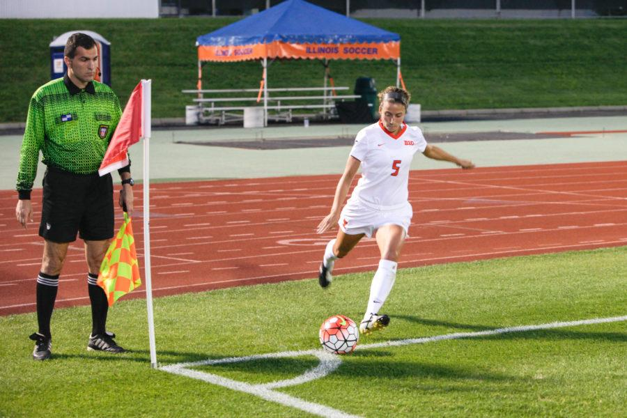 Hope D'Addario takes a corner kick during Friday's game against Northern Kentucky at Illinois Soccer Stadium.