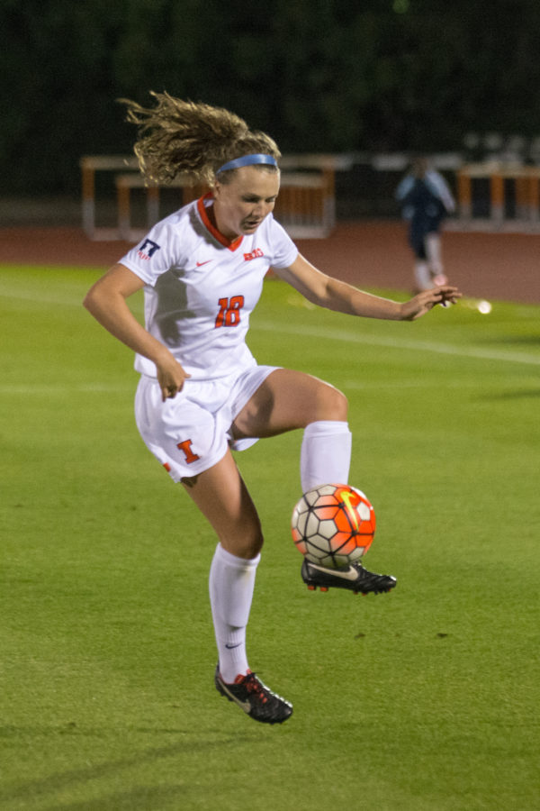 Illinois+defender+Morgan+Maroney+receives+a+pass+during+the+game+against+TCU+on+August+28.+Illinois+won+5-2.