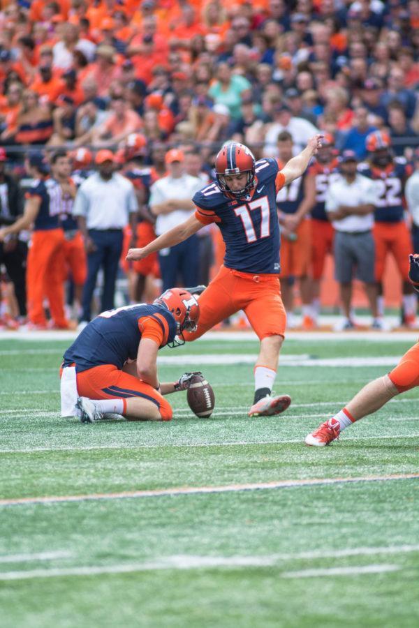 Taylor Zalewski (17) kicks a field goal in Illinois' game vs. Middle Tennessee.