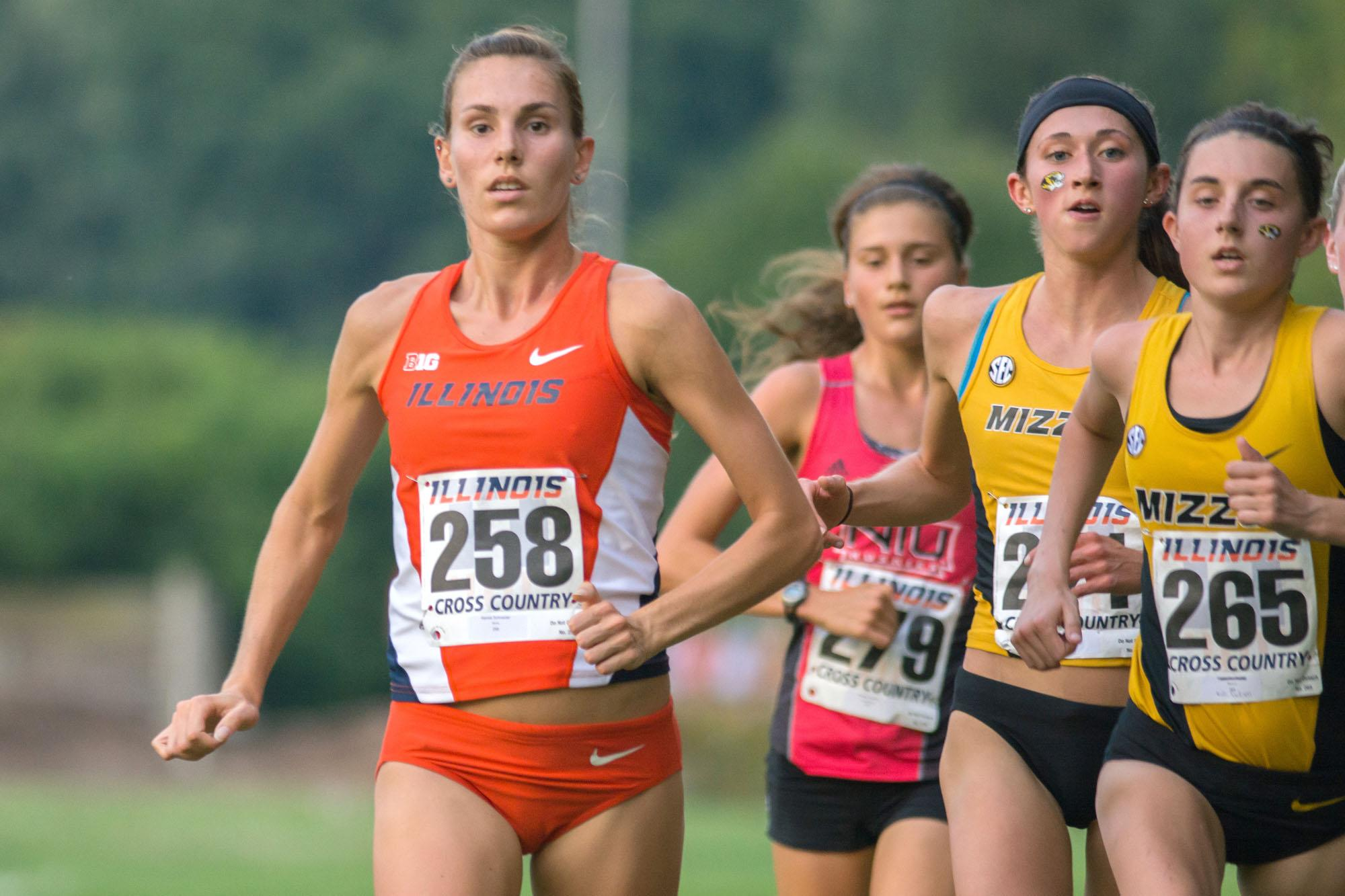 Jovanie De La Cruz The Daily IlliniAlyssa Schneider (258) keeping her cool and staying ahead at the Illini Challenge 2015 at the Arboretum on September 4.
